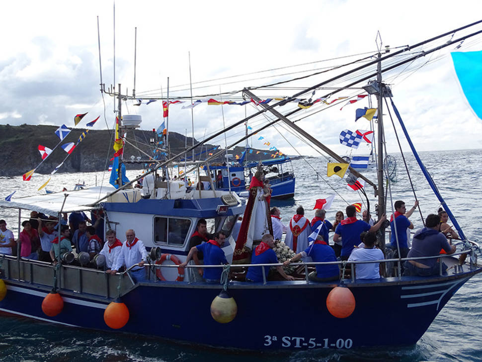 Best time for Luarca Maritime Procession of Virgen del Rosario in Spain