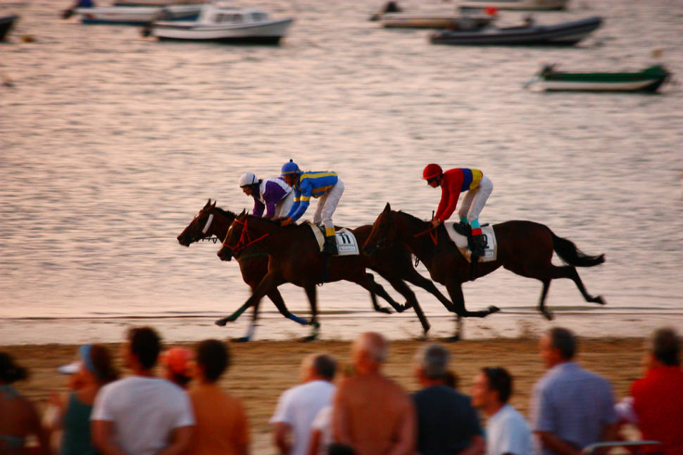 Best time for Sanlúcar Horse Racing