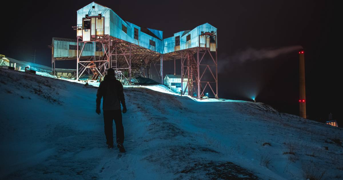 Abandoned Coal Mines in Svalbard - Best Time