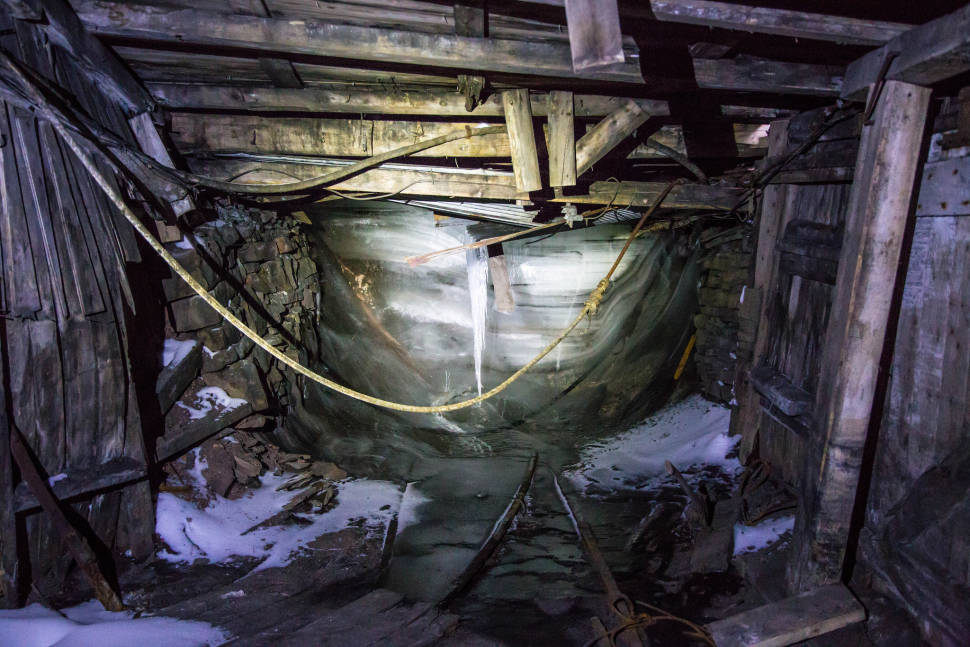 Best time to see Abandoned Coal Mines in Svalbard