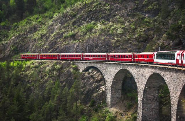 Glacier Express passing the Landwasser Viaduct