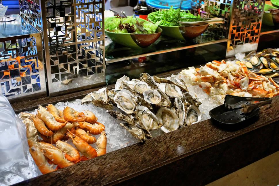 Oysters Harvest in Phuket in Thailand - Best Season