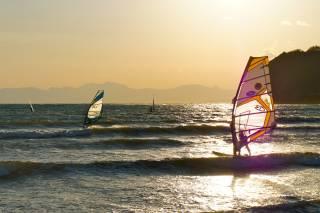 Surfing & Windsurfing