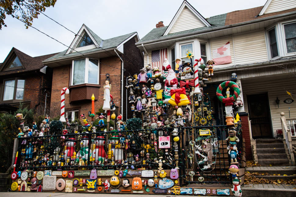 Summer Tour Around Weird Houses in Toronto - Best Time