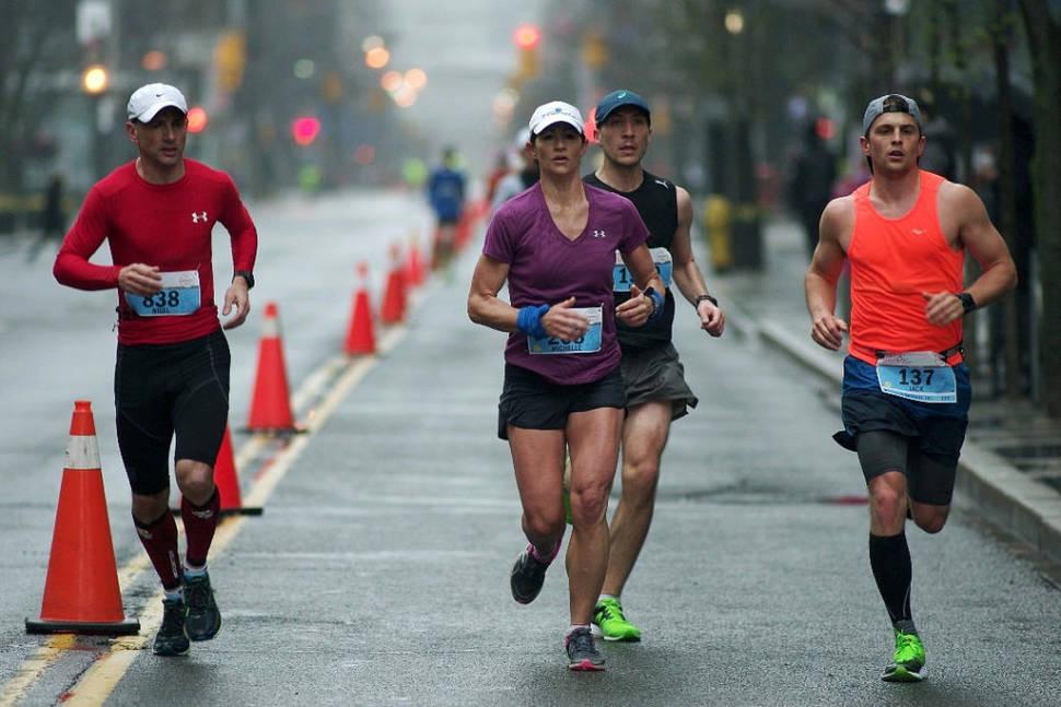 2016 GoodLife Fitness Toronto Marathon, at ~24 km, Wellington & John, Toronto