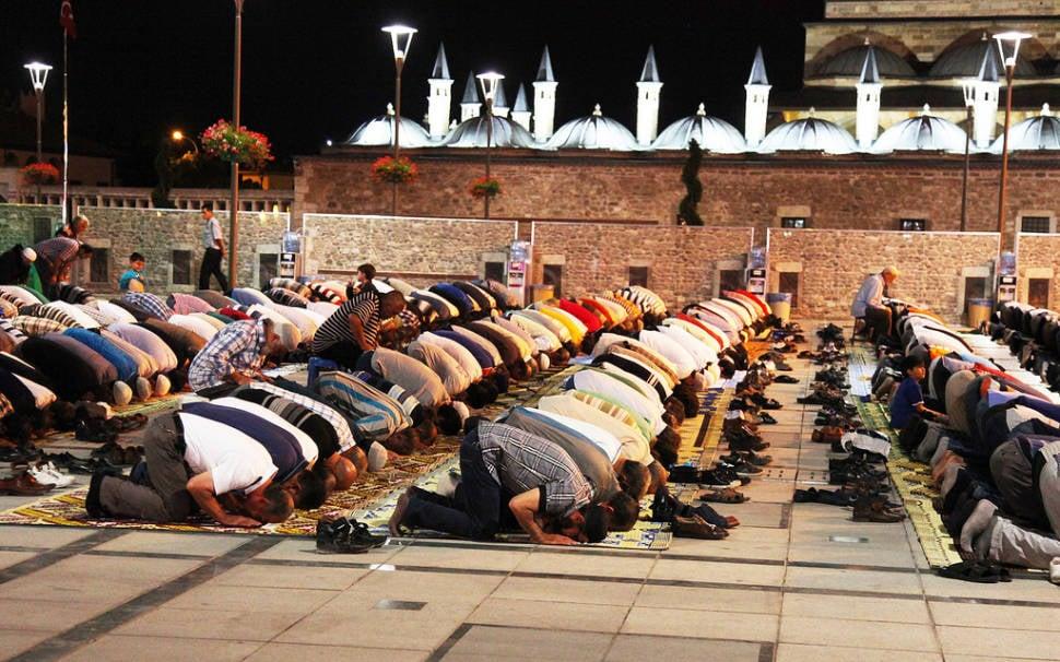Ramadan Isha prayers, Konya