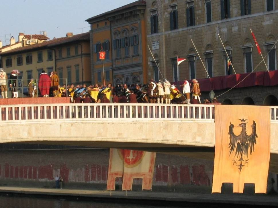 Best time to see Game of the Bridge (Gioco del Ponte) in Tuscany