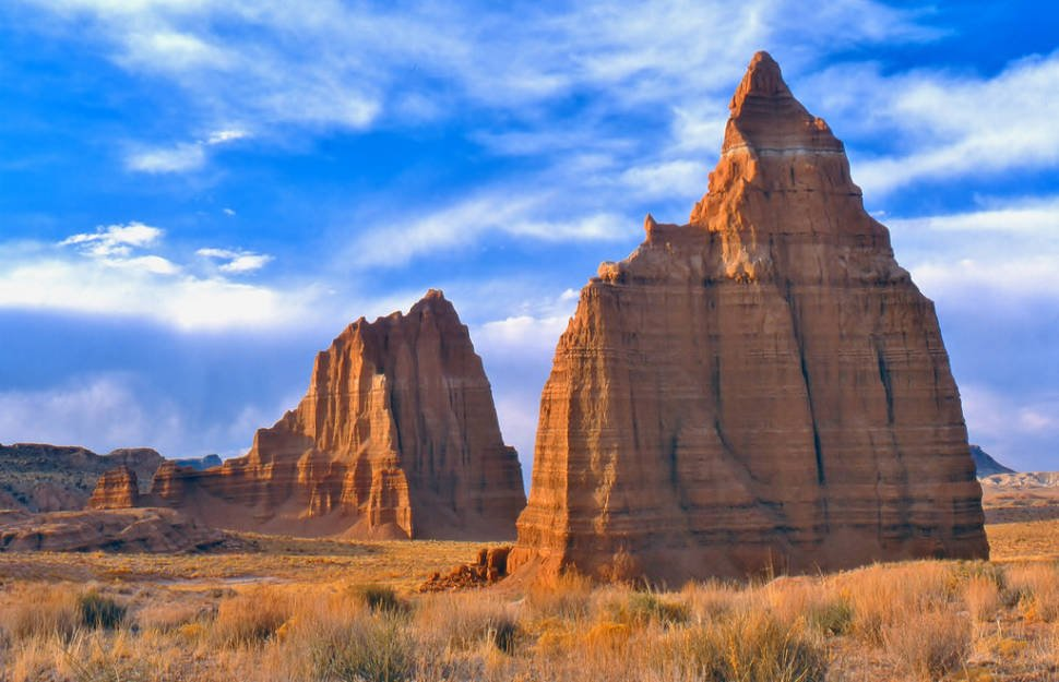Cathedral Valley Scenic Drive in Utah - Best Season