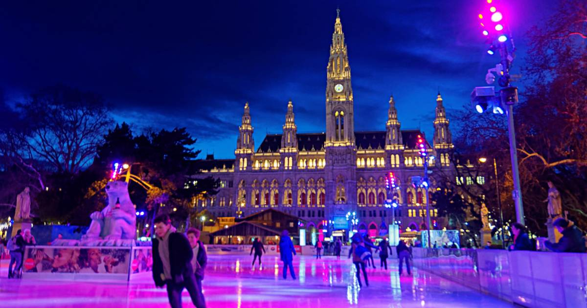 Ice Skating in Vienna - Best Time