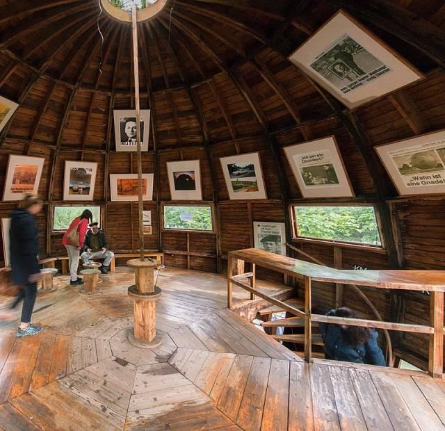 Inside the Kugelmugel