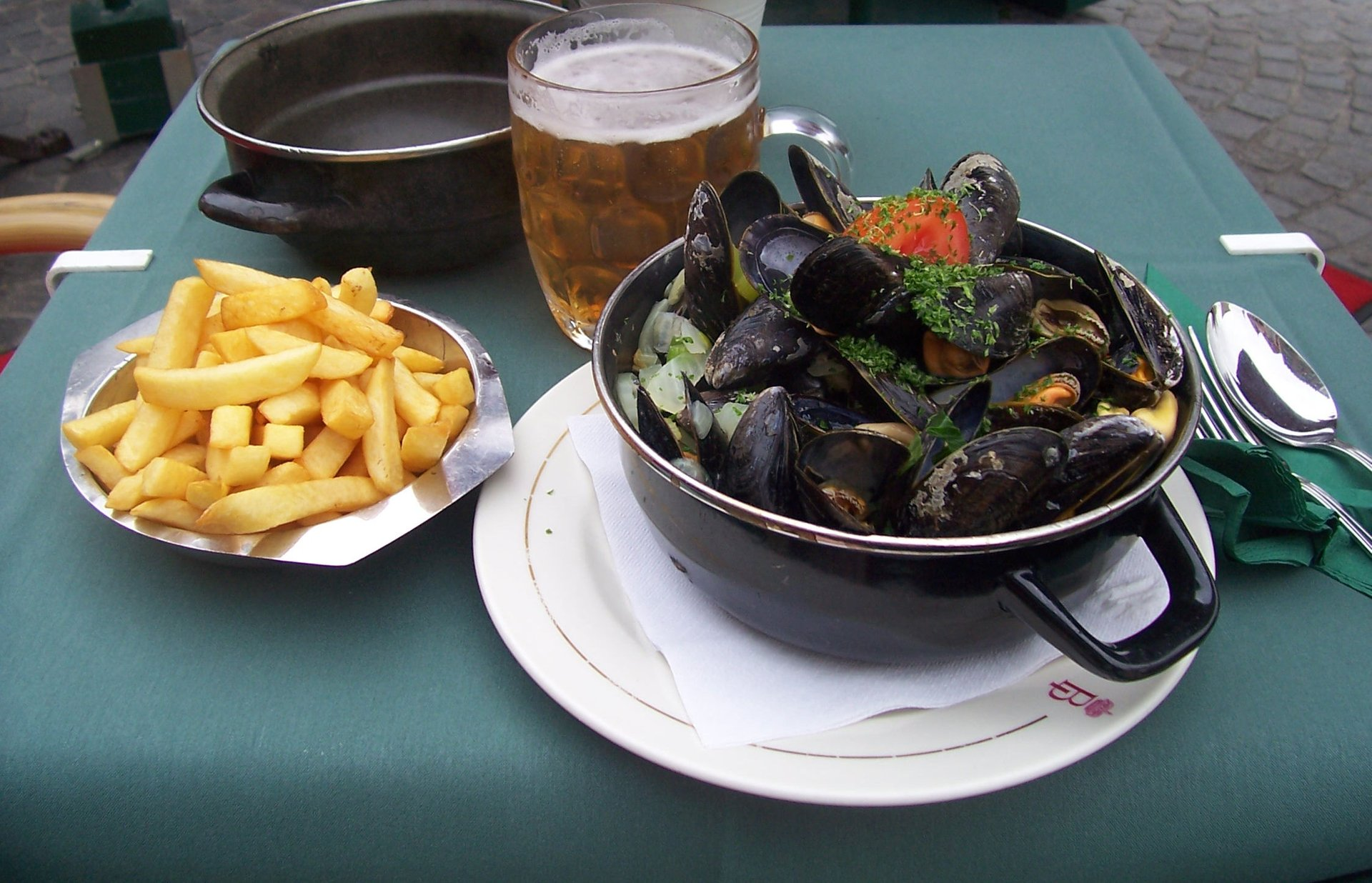 Moules Frites (Mosselen met Friet) in Belgium - Best Season 2020