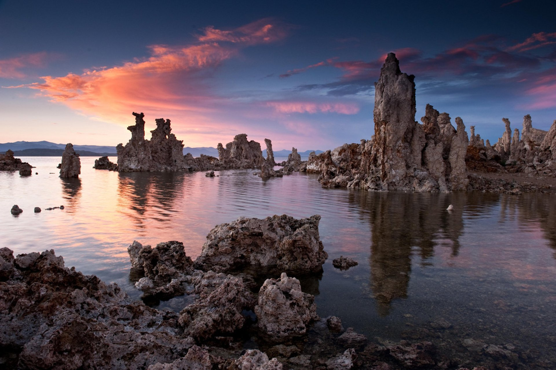 Tufa Towers of Mono Lake in California - Best Season