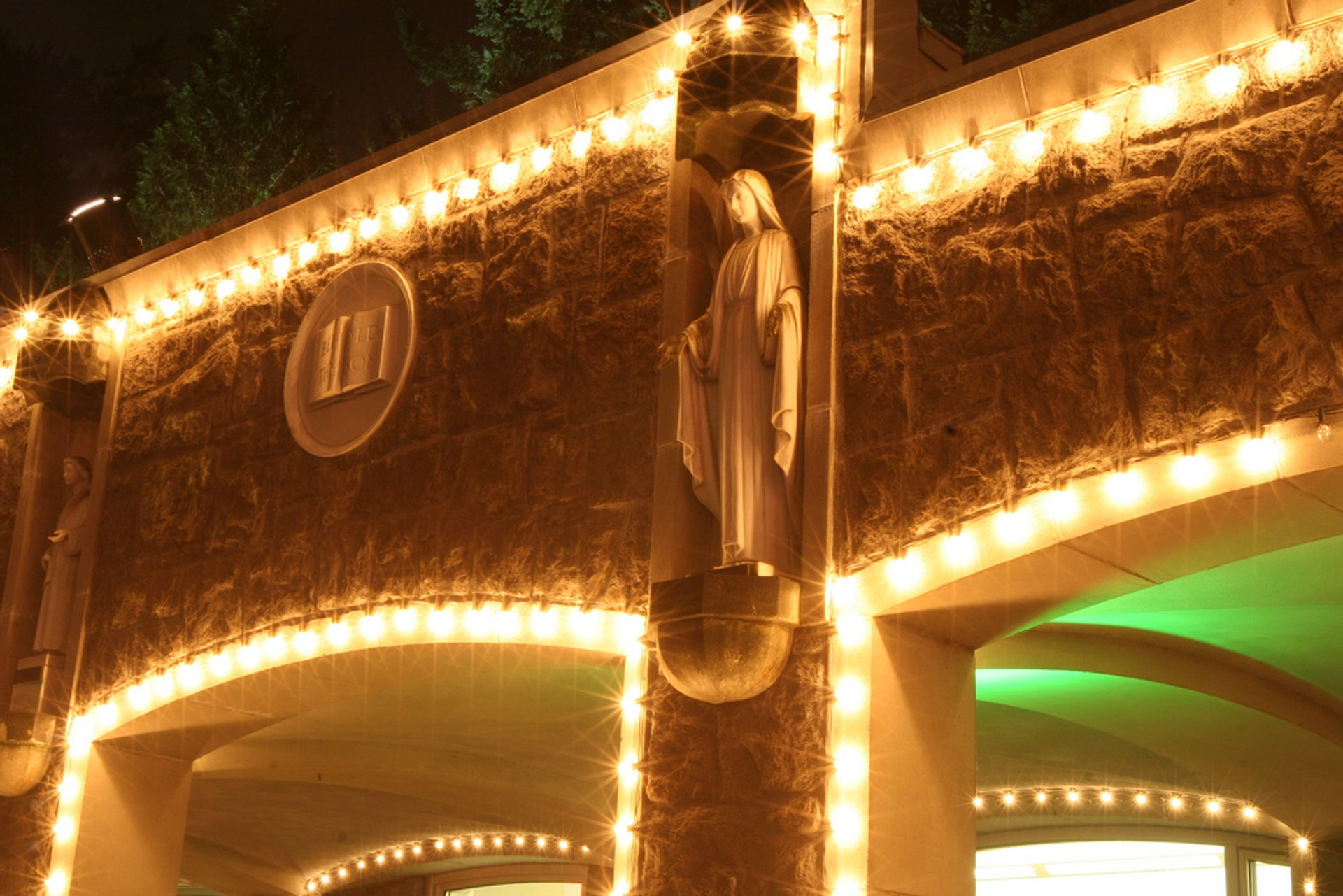The Grotto's Christmas Festival of Lights in Portland - Best Season 2019