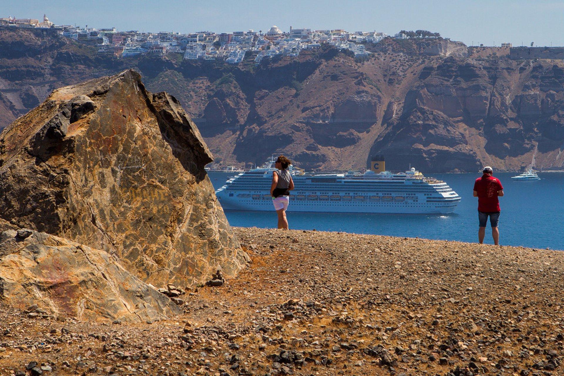 Best time for Nea Kameni in Santorini 2019