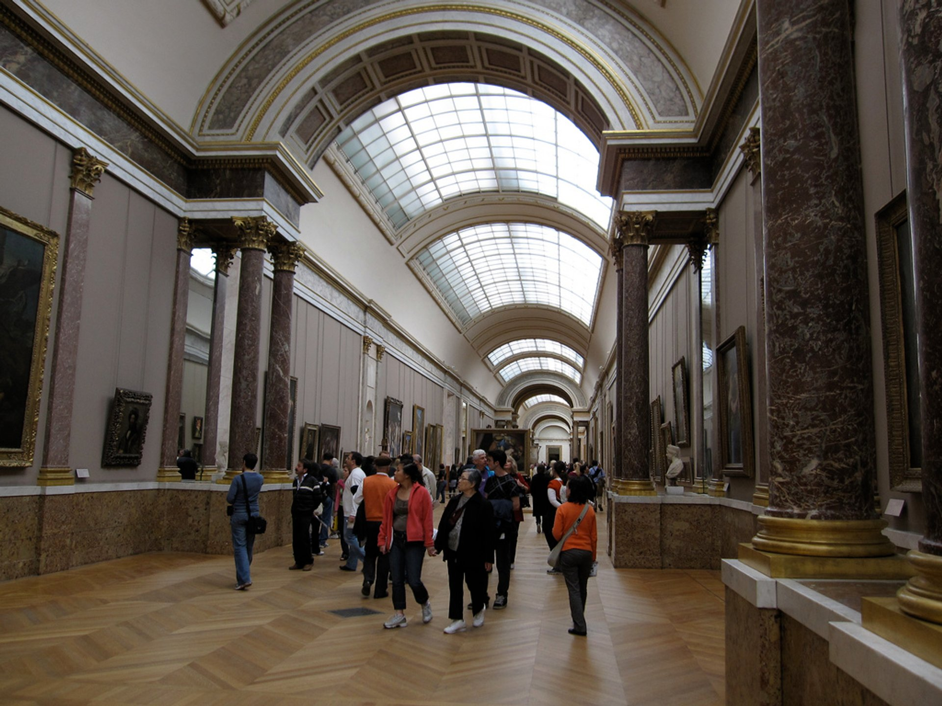 Best time for Louvre with Shorter Queues in Paris 2020