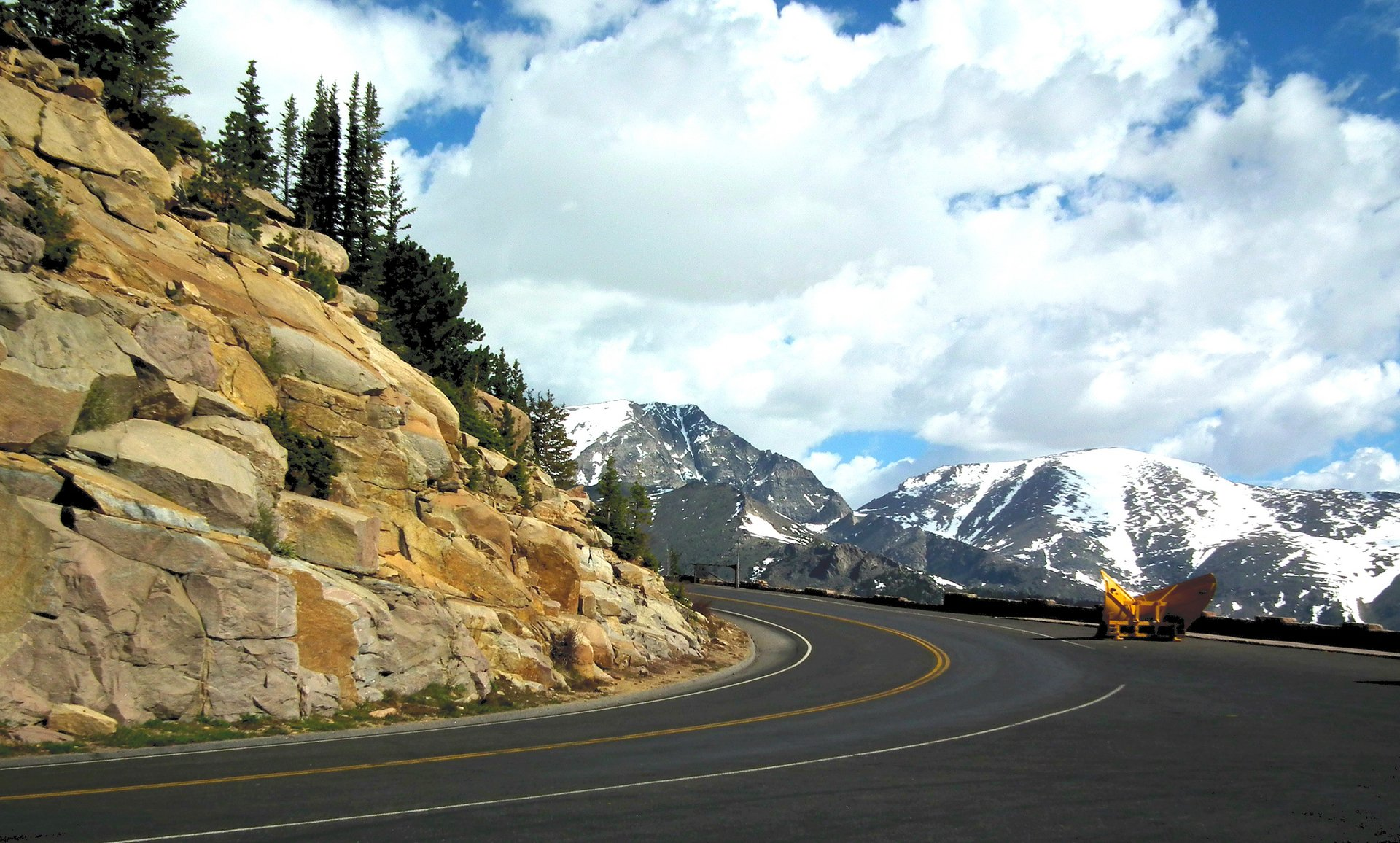 Best time to see Trail Ridge Road in Colorado 2020