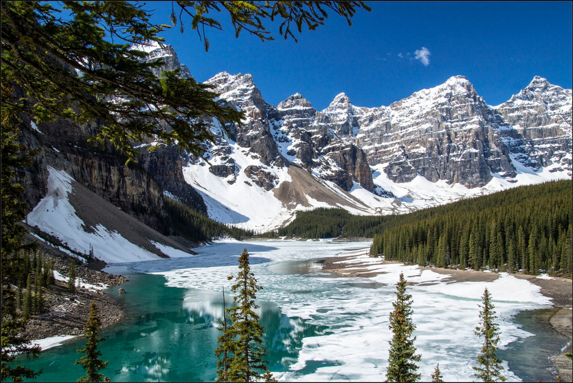 Best time to see Moraine Lake in Banff & Jasper National Parks 2019