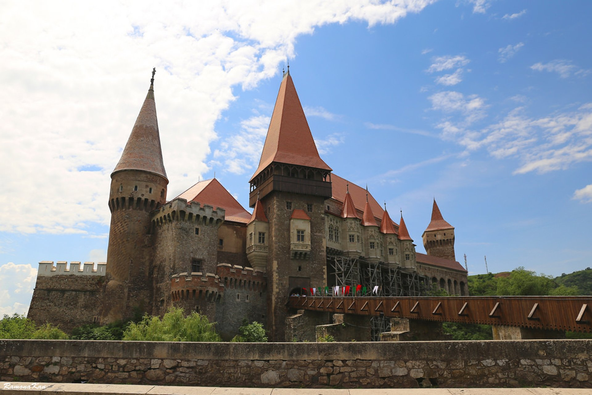 Best time to see Corvin Castle (Castelul Corvinilor) in Romania 2020