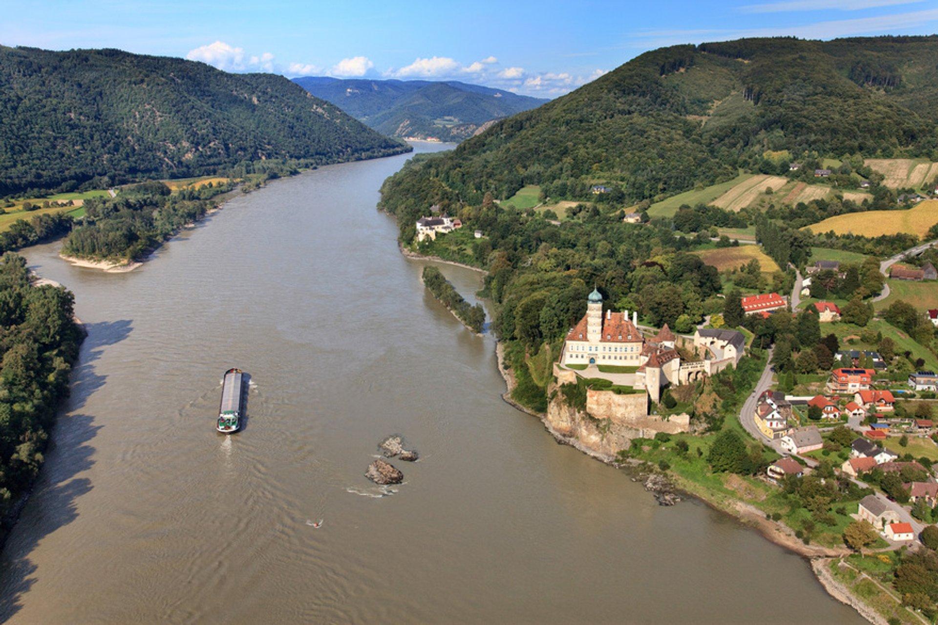 Danube Boat Trip in Austria - Best Season 2020