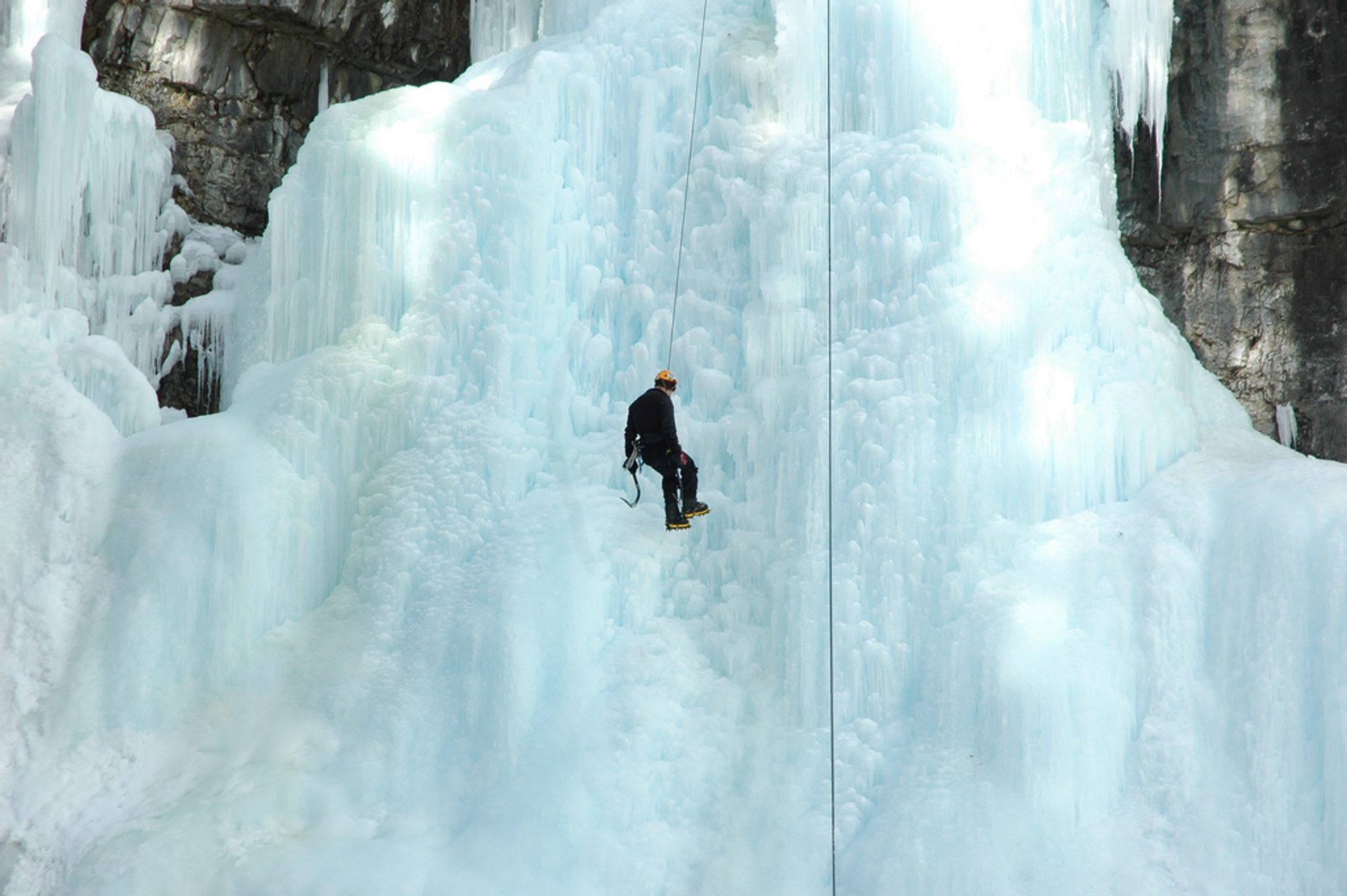 Johnston Canyon Ice Walk & Climb in Banff & Jasper National Parks - Best Season 2020