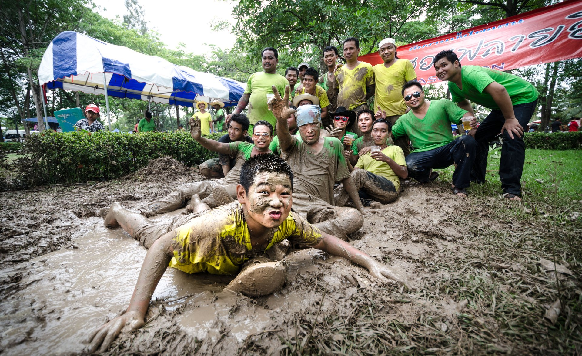 Covering oneself with mud is part of the tradition on the final day of the festival 2020