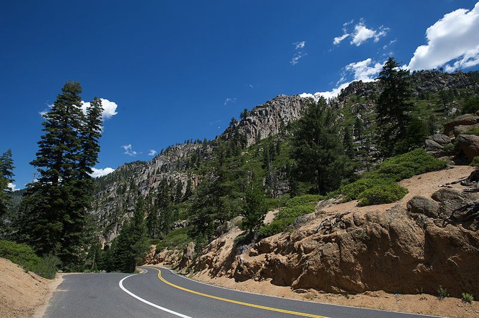 Best time for Sonora Pass in California 2020