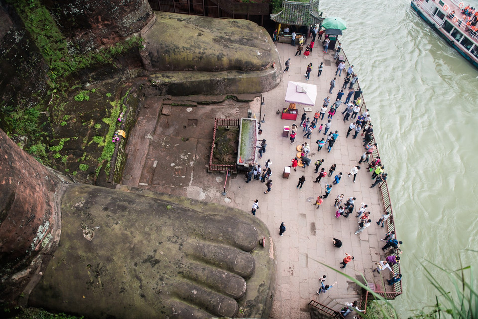 Best time to see Leshan Giant Buddha in China 2020