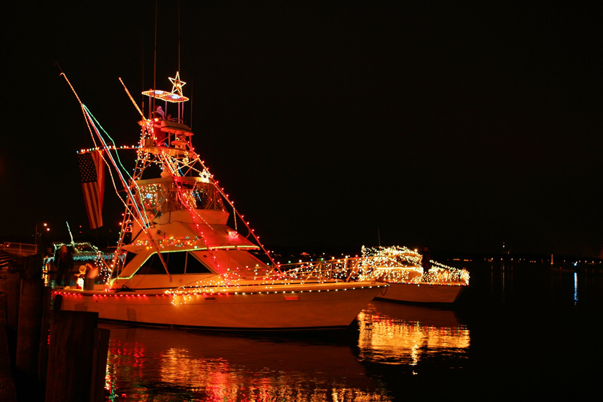 Lighted Boat Parade, Light Up the Lake Christmas Celebration 2020