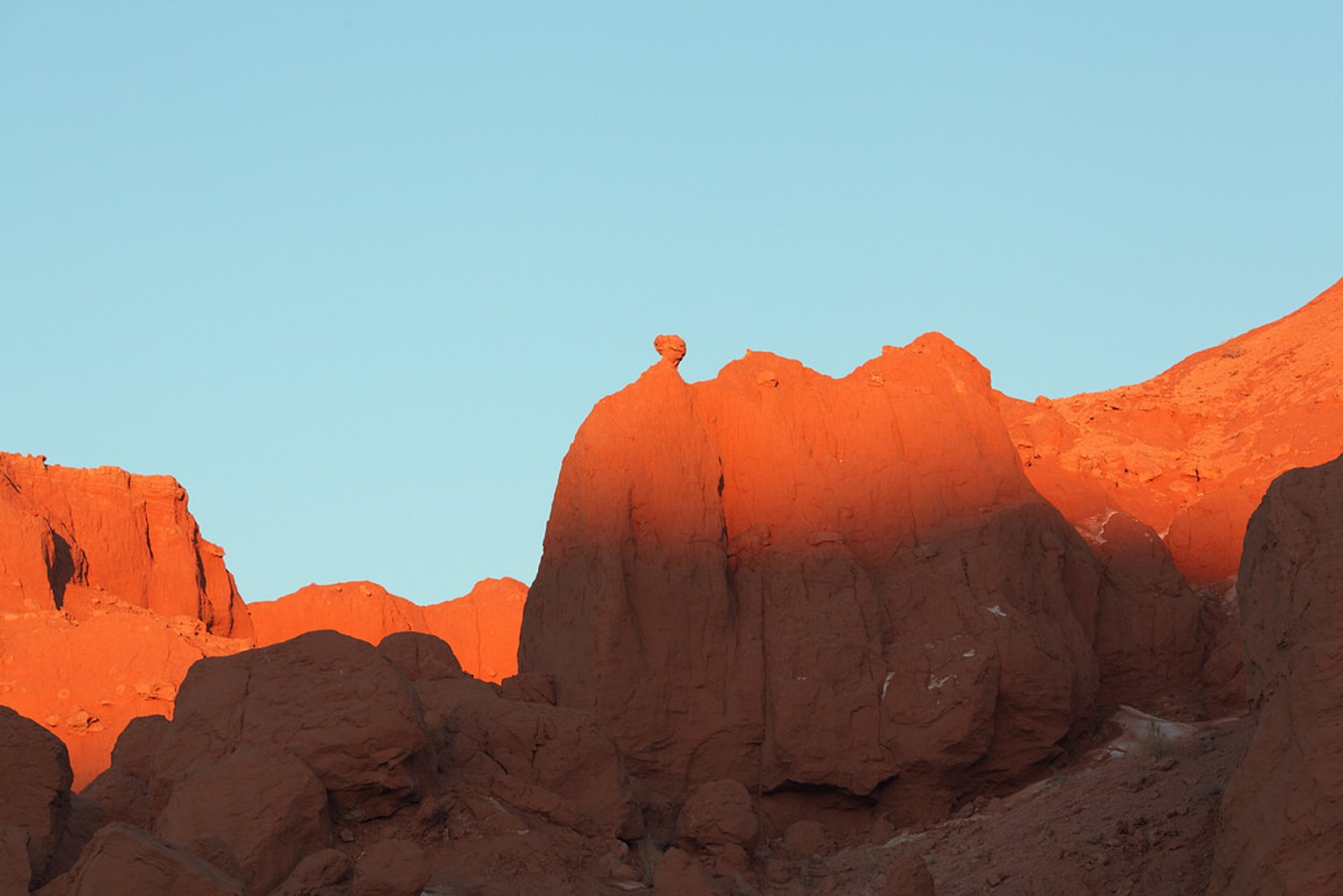 Best time for Sunset at the Flaming Cliffs in Mongolia 2020