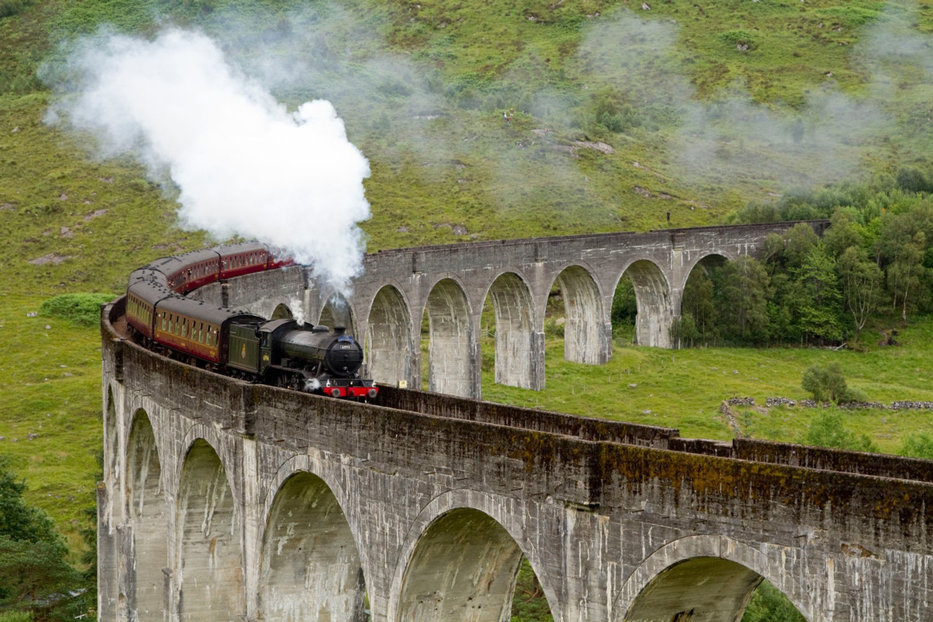 The Jacobite Steam Train in Scotland 2019 - Best Time