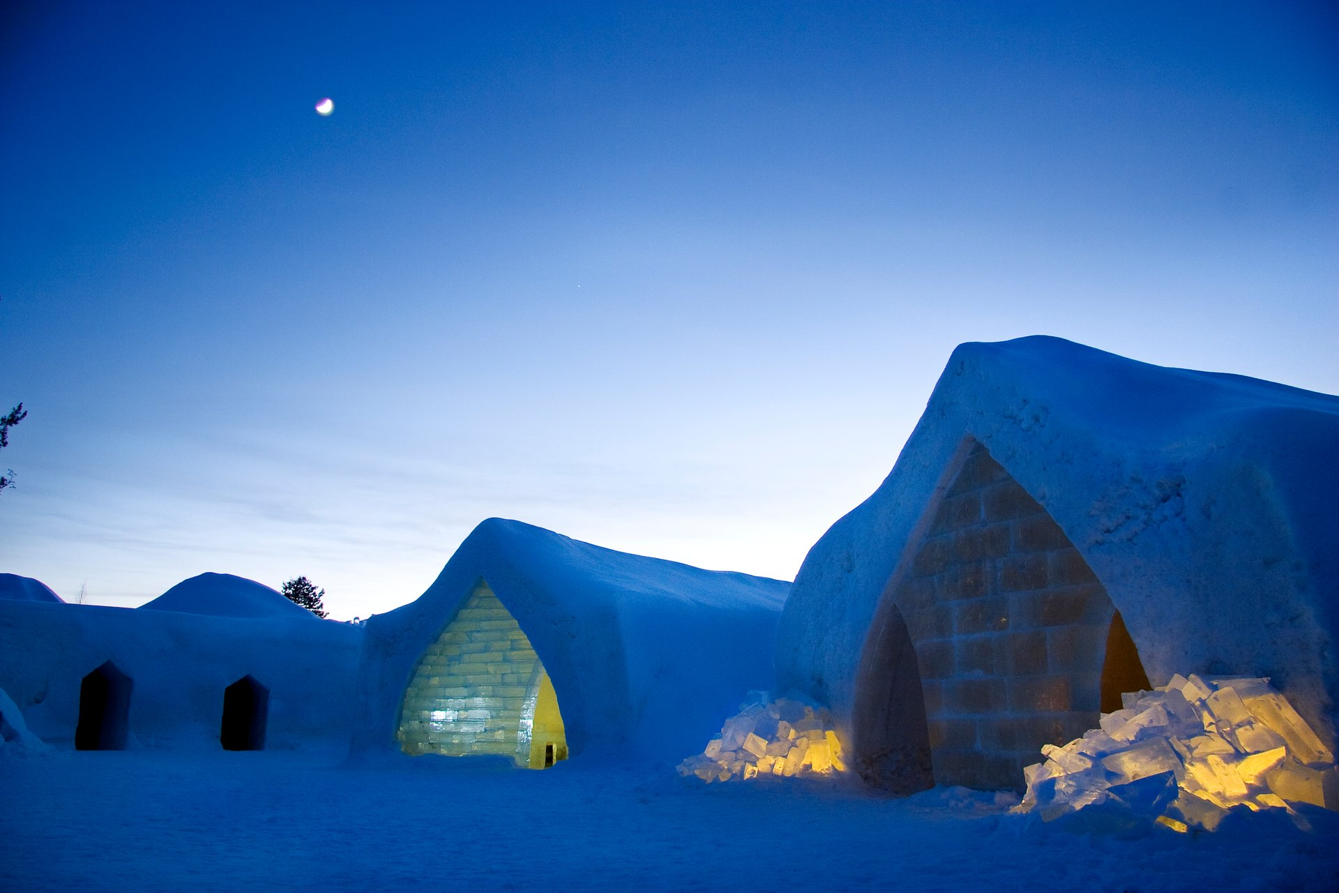 Best time for Snow & Ice Architecture in Finland 2019