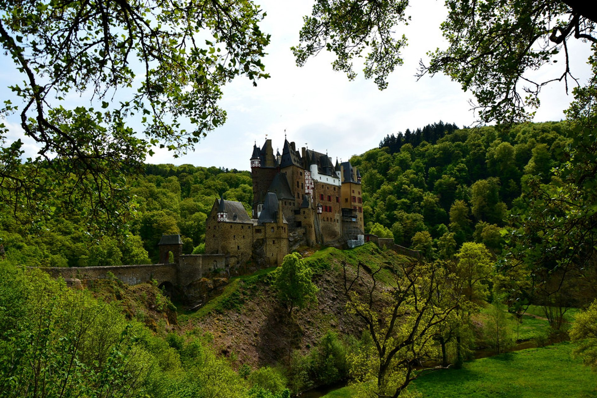 Best time to see Eltz Castle in Germany 2020