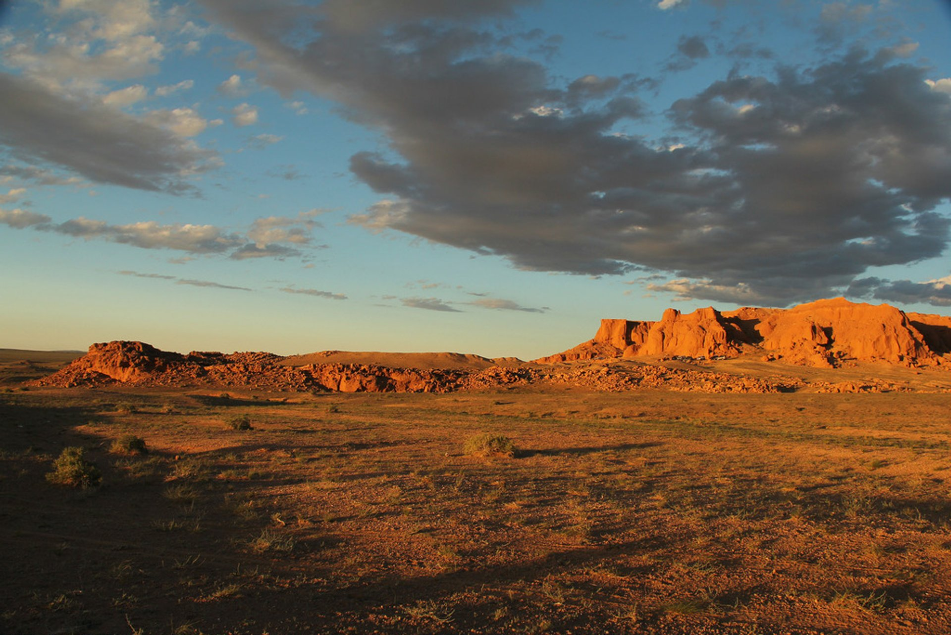 Sunset at the Flaming Cliffs in Mongolia - Best Season 2019