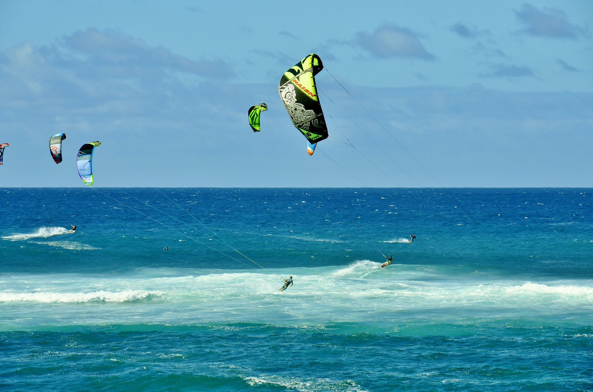 Kitesurfing and Windsurfing in Hawaii 2020 - Best Time