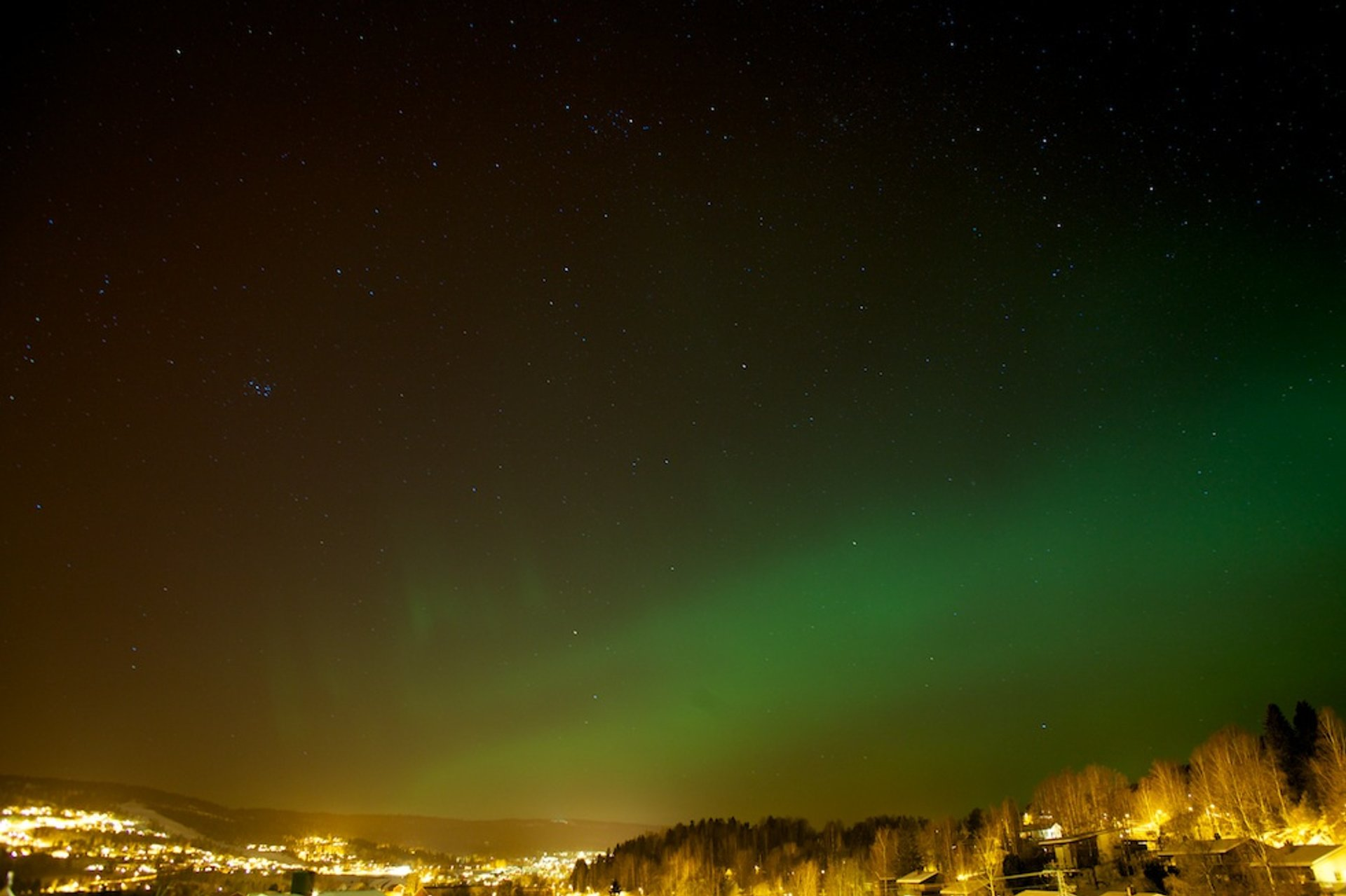 Aurora Borealis viewed from Lommedalen, near Oslo 2020