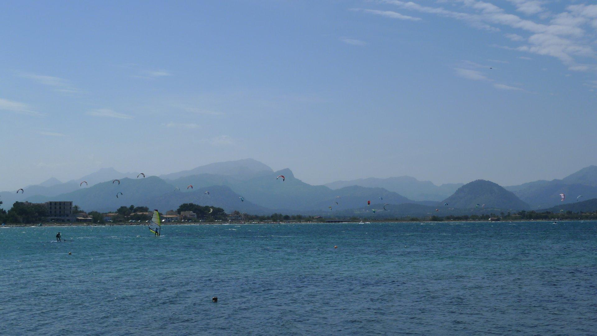 Sometimes Pollença Bay gets a bit crowded with kitesurfers 2020