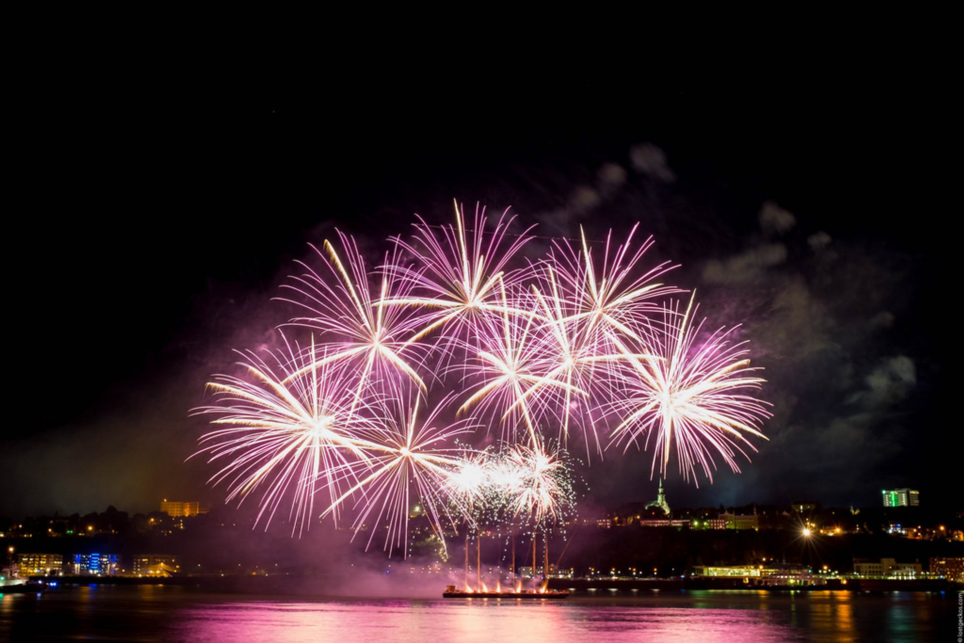 Best time to see Les Grands Feux Loto-Québec (Fireworks Festival) in Quebec 2020