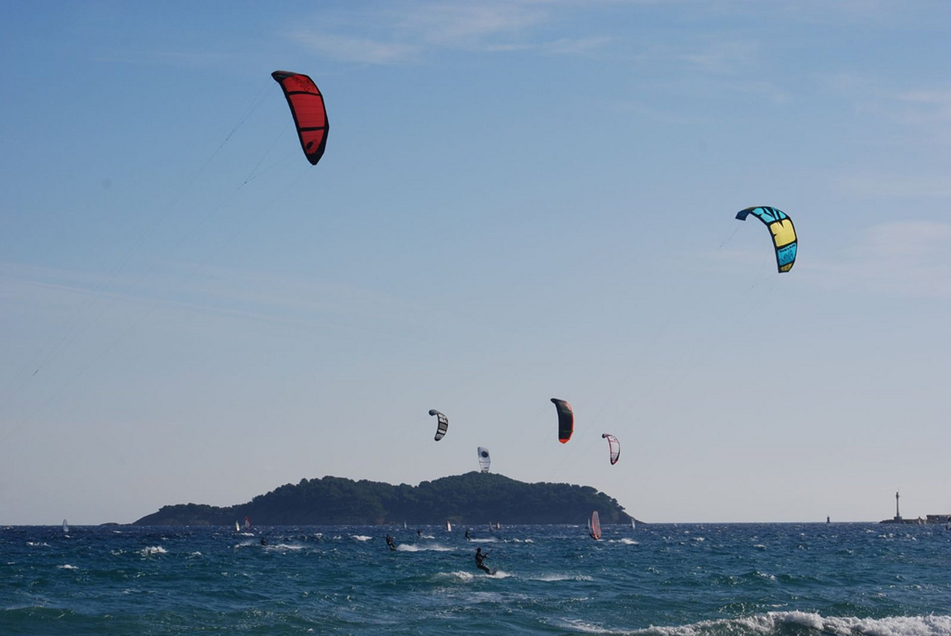 Best time for Kitesurfing and Windsurfing in Provence & French Riviera 2020