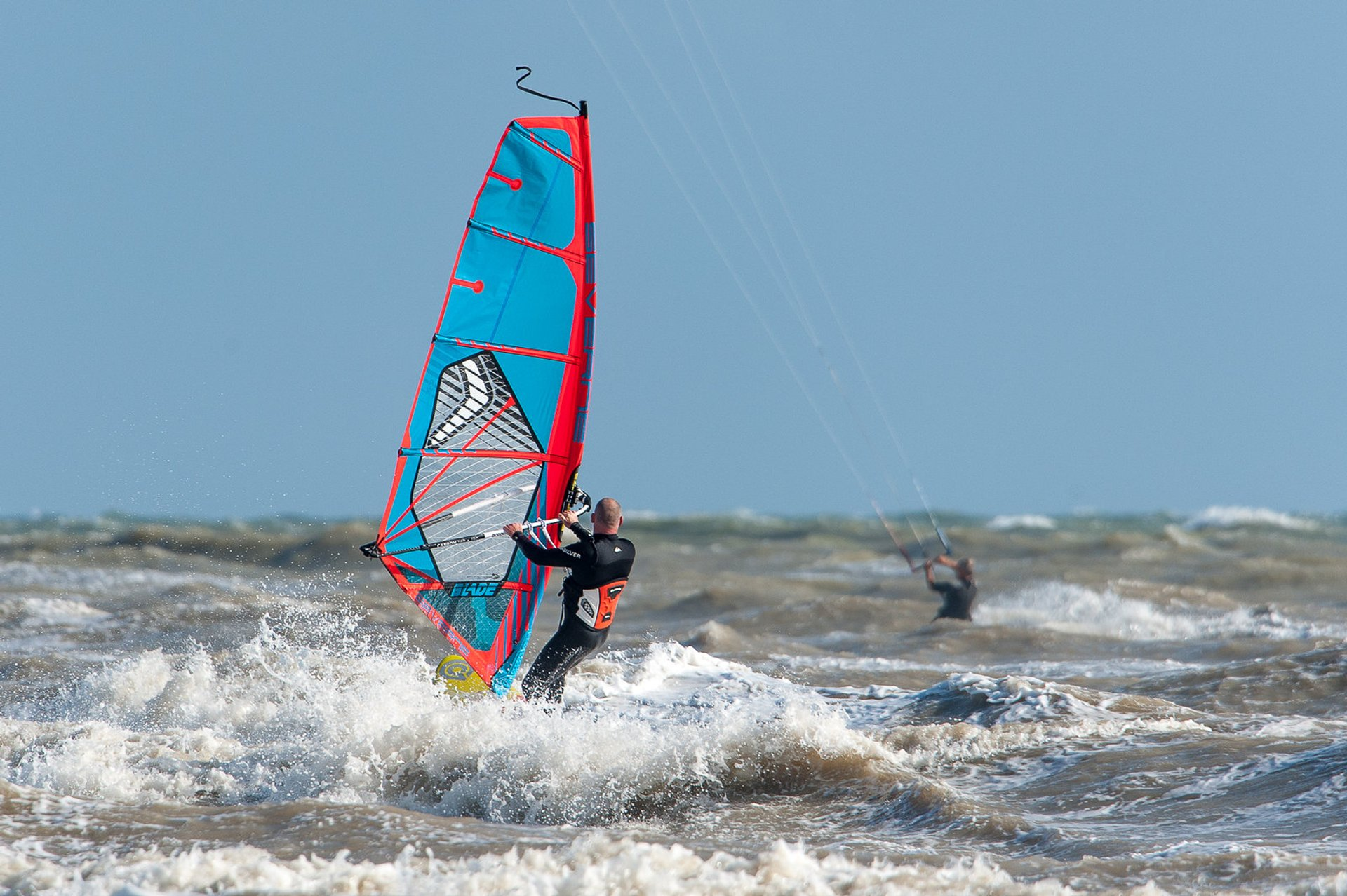Kitesurfing & Windsurfing in London 2020 - Best Time