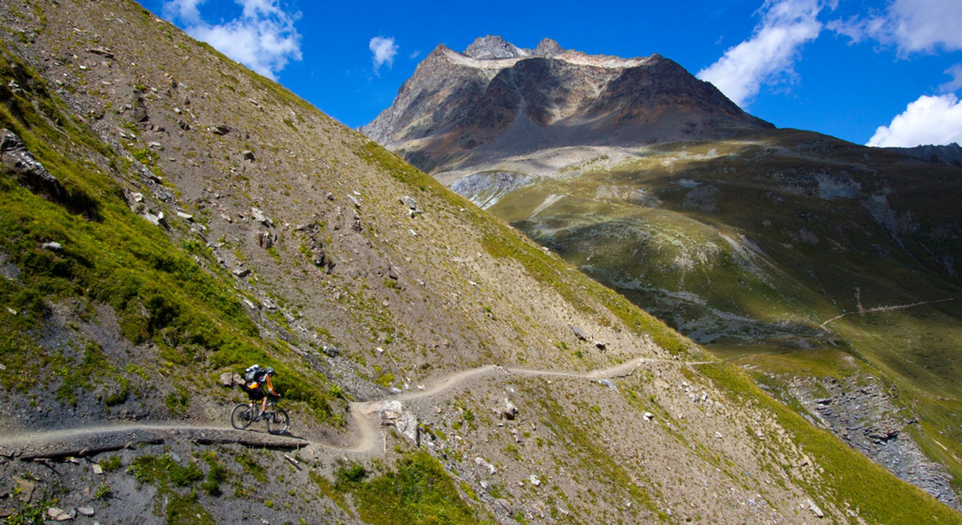 Singletrail, La Punt-Chamues-ch, Canton of Graubunden, Switzerland 2020