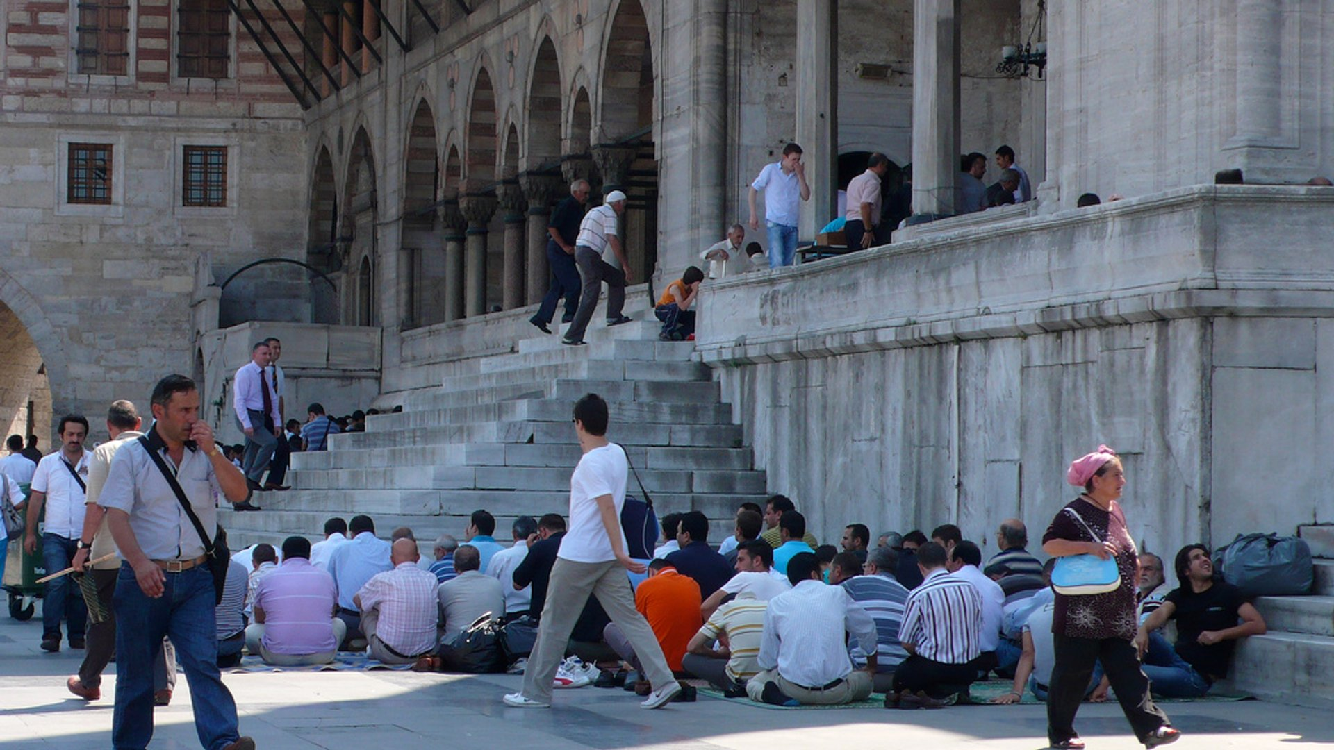 Call to Prayer between Blue Mosque & Hagia Sophia in Istanbul - Best Season 2020