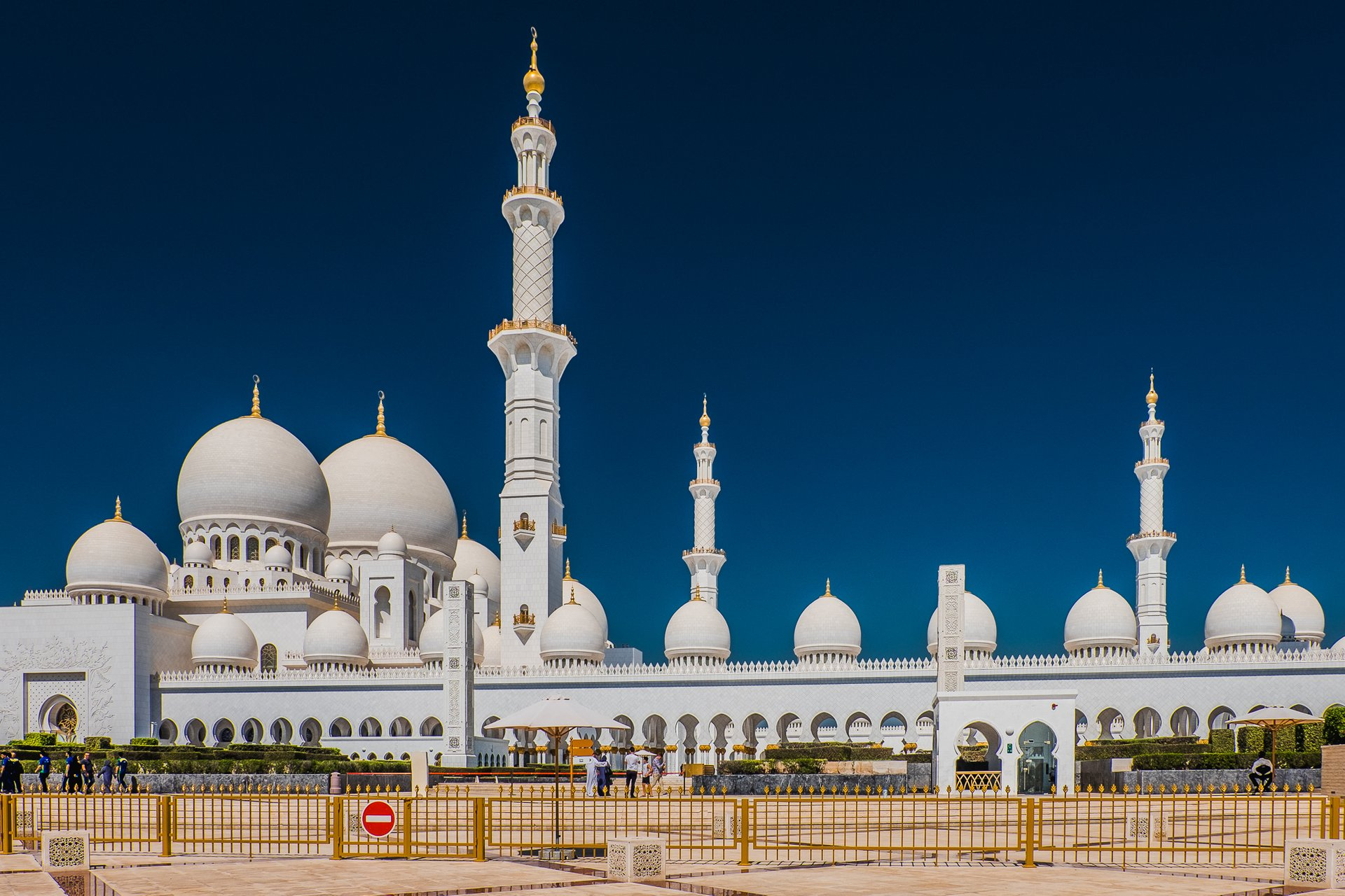 Best time to see Sheikh Zayed Grand Mosque in Abu Dhabi in United Arab Emirates 2020