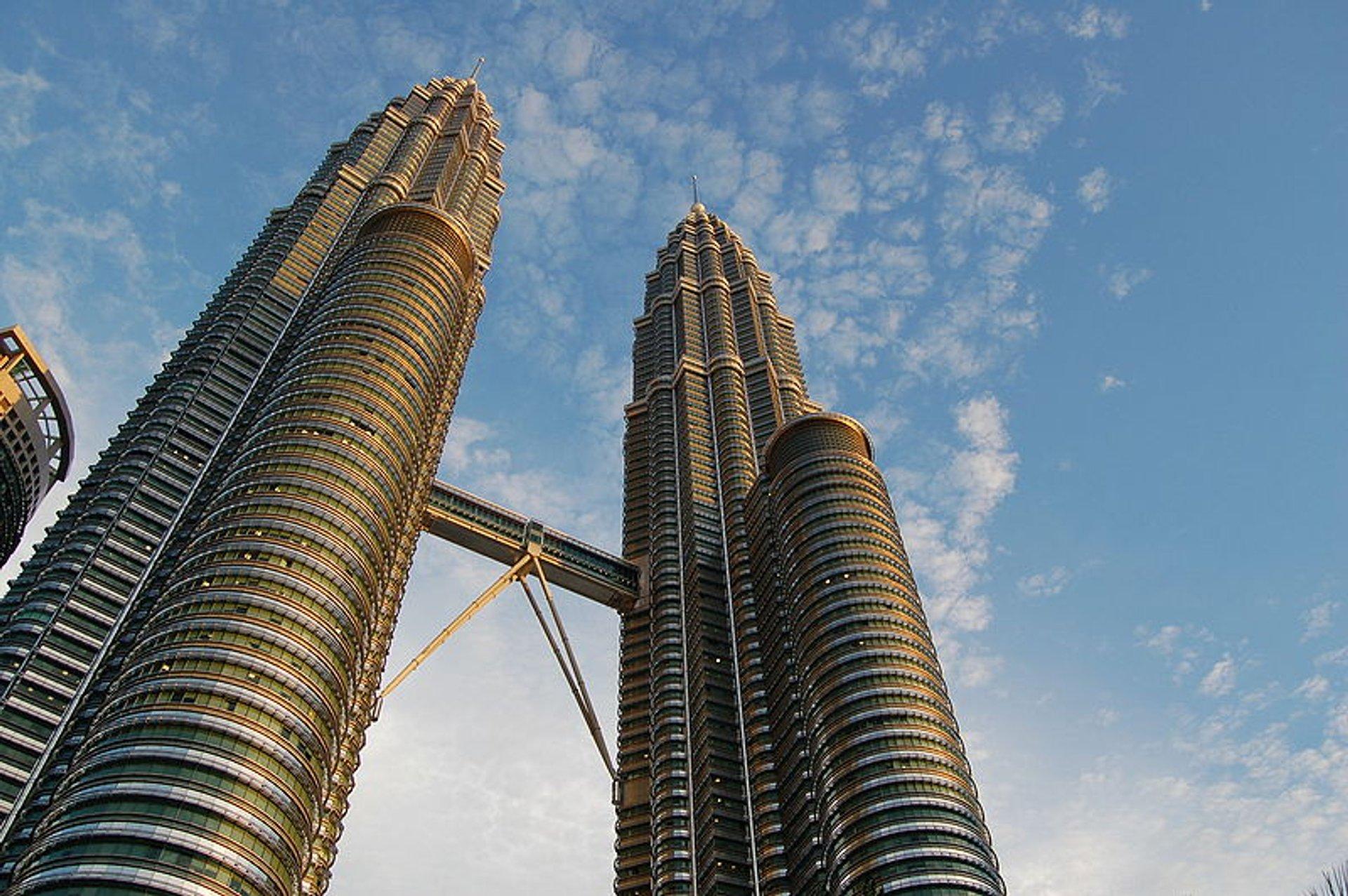 Best time to see Petronas Twin Towers in Kuala Lumpur 2019