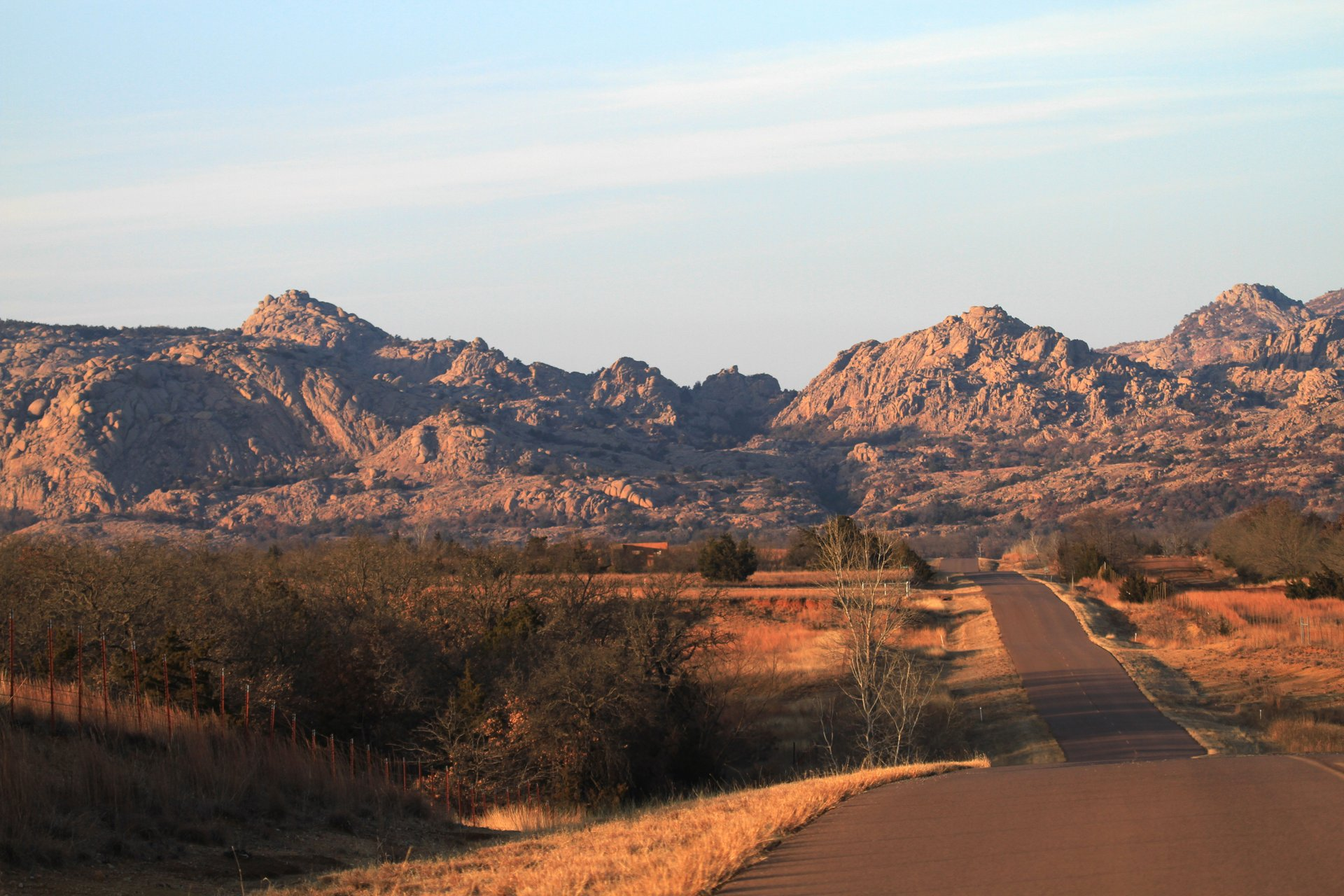 The road to the Indiahoma gate of the Wichita Mountains Wildlife Refuge 2020
