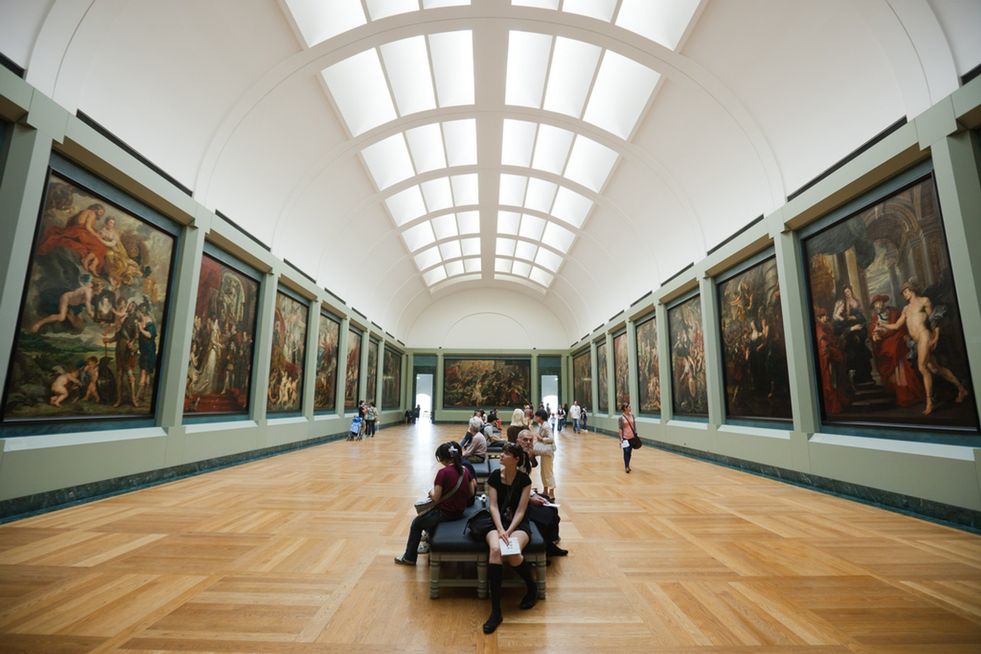 Louvre with Shorter Queues in Paris - Best Season 2020