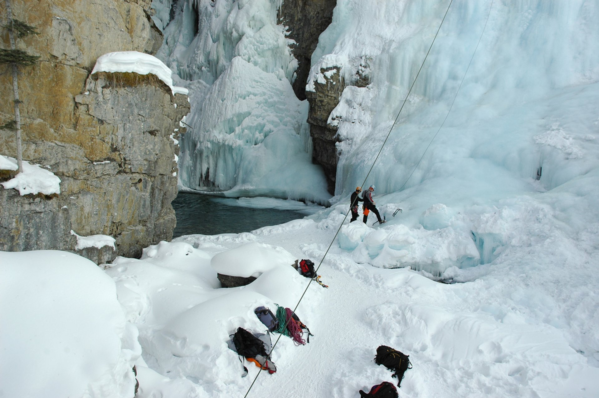 Best time for Johnston Canyon Ice Walk & Climb in Banff & Jasper National Parks 2020