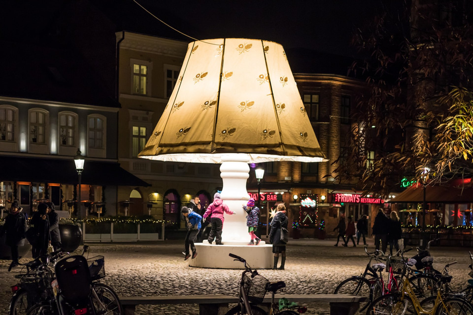 The Talking Christmas Lamp in Sweden 2019 - Best Time