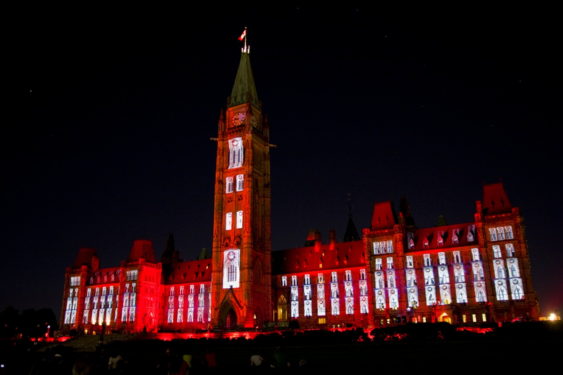 Best time for Sound and Light Show on Parliament Hill in Ottawa 2020