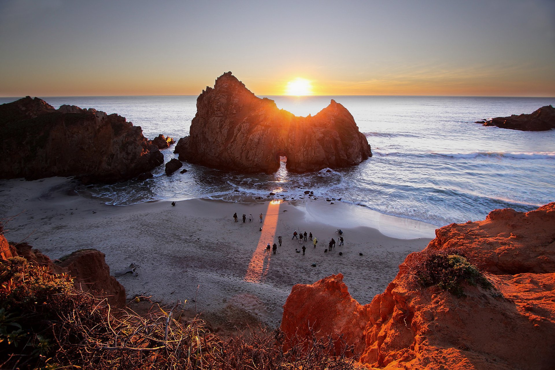 Sunset at Keyhole Arch, Pfeiffer Beach in California 2019 - Best Time