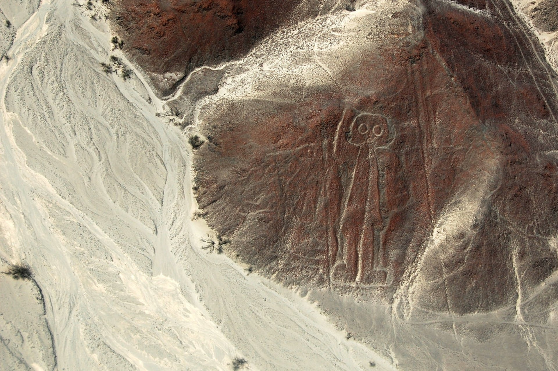 Flying over the Nazca Lines during the Dry Months in Peru - Best Season 2020